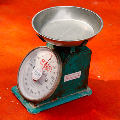 67-1 personal weighing scale.jpg